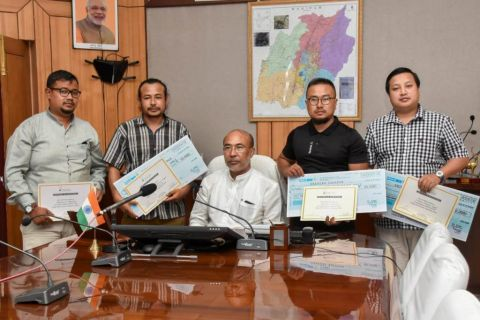 CM distributes prizes for photo competition