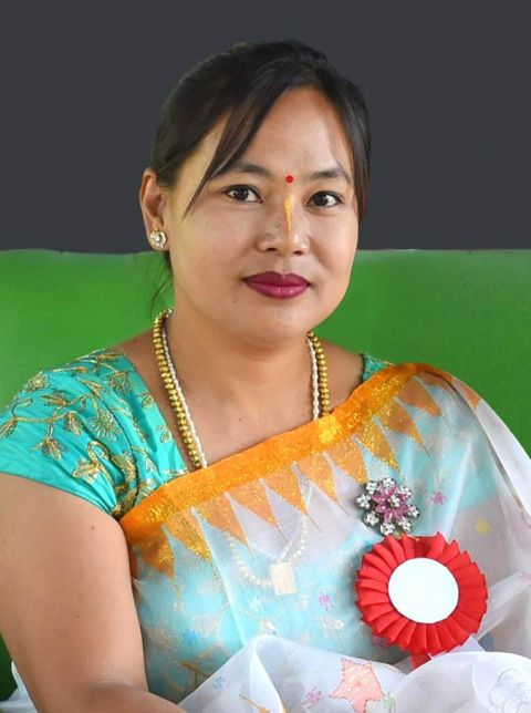 Kangla FB group welcomes World Record holder for pencil lead carving of 27 letter of Meetei Mayek