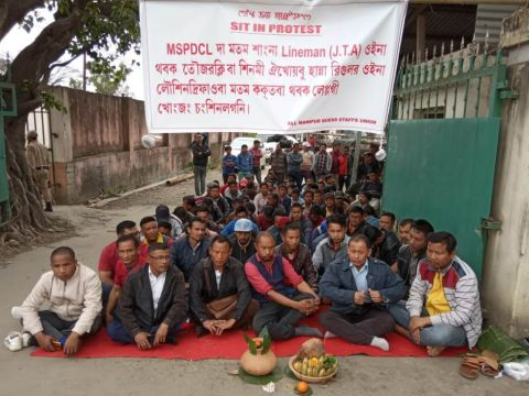 Contract staffs of MSPDCL stage protest