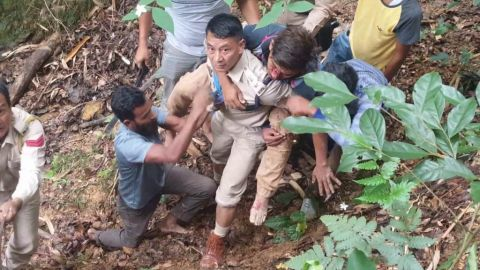 Superintendent of state police jump in the gorge to rescue accident victims