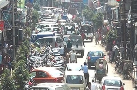 Parking mismanagement in crowded Paona bazaar angered common peopl; IMC continue to grant permission to collect parking fee from any place at Paona Bazar