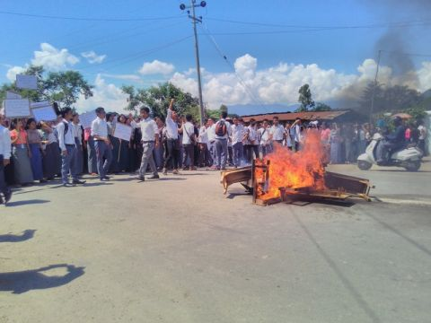 Oriental College Students blocked Imphal Jiri Road