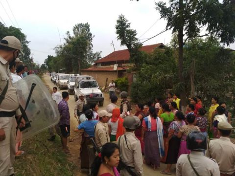 Locals go hostile after police fails to punish culprits behind the killing of Arun; protestors quash with police; Imphal-Yairipok road disrupts