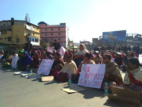 MANPAC protest denouncing CAB confuse Police;  Half way of Tiddim Road blocked as protestors sit in the Middle of the road between Keishampat to Kwakeithel